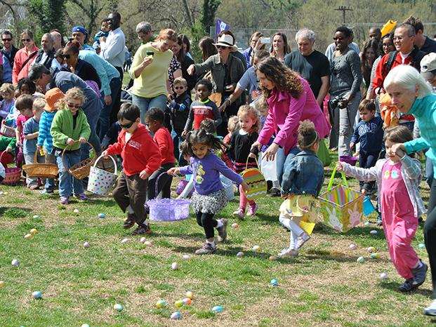Children race to start the Egg Hunt